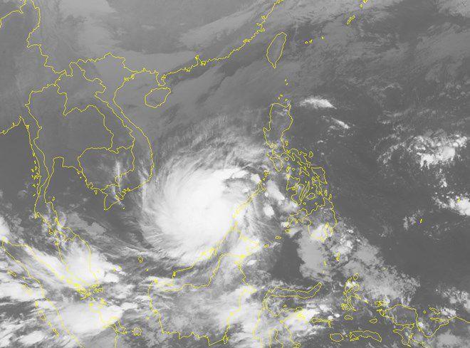Bão Tembin đã áp sát bờ biển Việt Nam và tiếp tục mạnh lên