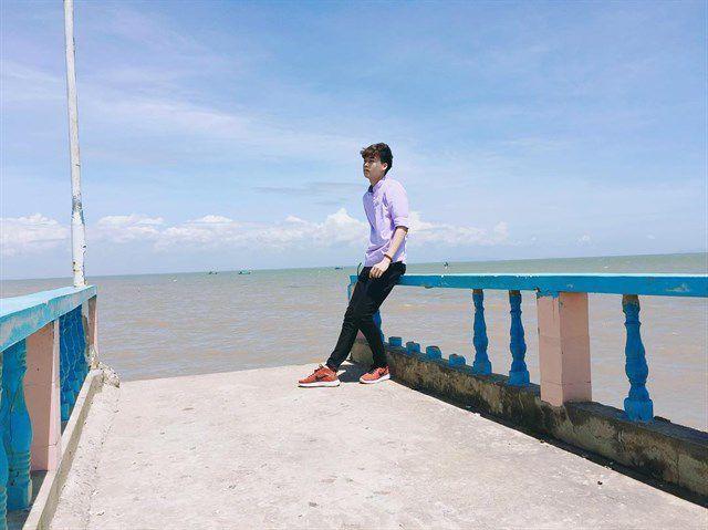 Cây cầu đi bộ ra biển Tân Thành