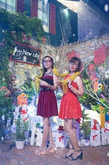 Nhiều bạn trẻ chọn Cafe New City để họp mặt và chụp ảnh