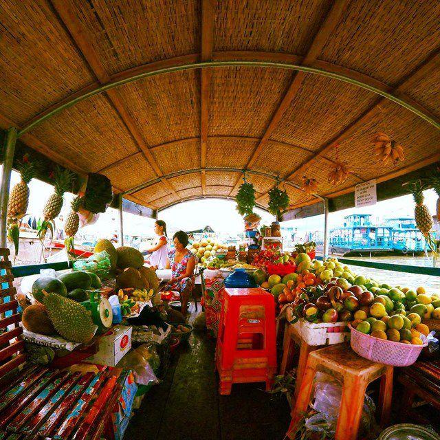 Rất nhiều loại trái cây đươc bán ở chợ nổi Cái Bè
