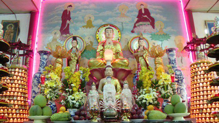 Chánh điện chùa Trường Sanh. Ảnh: Trần Liêm