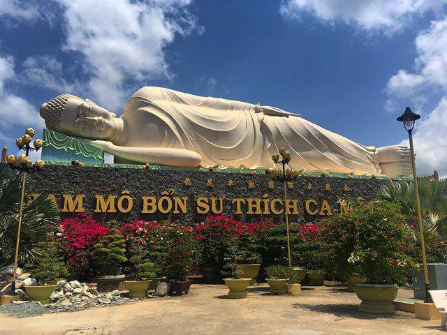 Tại chùa Vĩnh Tràng còn có tượng Phật Thích Ca lớn nhất Việt Nam