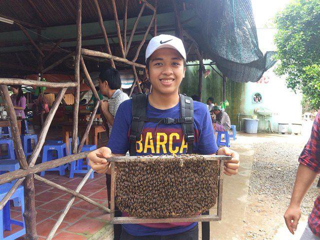 Tham quan trang trại nuôi ong tại cù lao Thới Sơn