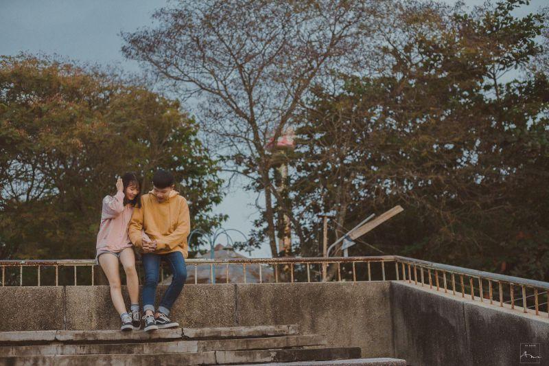 2 bạn trẻ lựa chọn Cung Văn Hóa Thiếu Nhi Tiền Giang để chụp bộ ảnh - Photo: Tôn