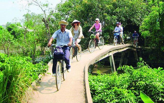 Đạp xe khám phá vườn trái cây