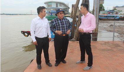 Ông Trần Song Hải, Tổng Giám đốc Greenlines DP (đứng giữa) khảo sát nơi đặt bến tàu cao tốc kết nối Tiền Giang - Vũng Tàu.