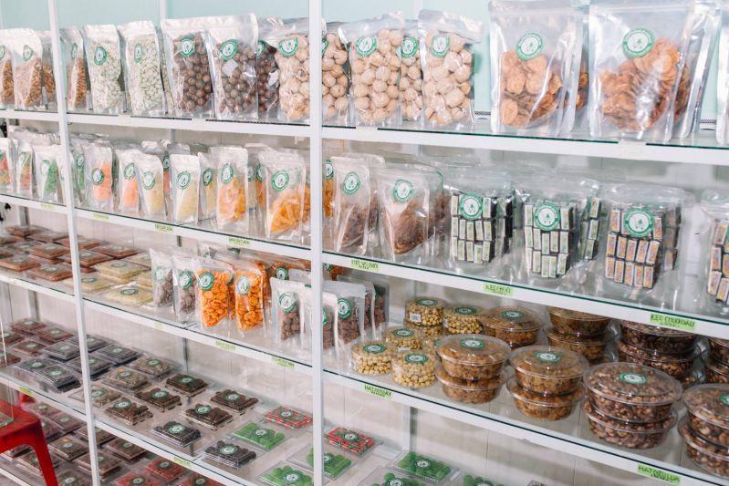 Đa dạng các loại hạt, kẹo, mứt