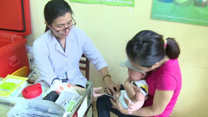 Tiêm ngừa vắc xin là một trong những biện pháp phòng ngừa bệnh quai bị hiệu quả. Ảnh: Phi Phụng