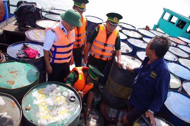 Tiền Giang: Điều tra tàu chở 200.000 lít dầu nhớt trái phép