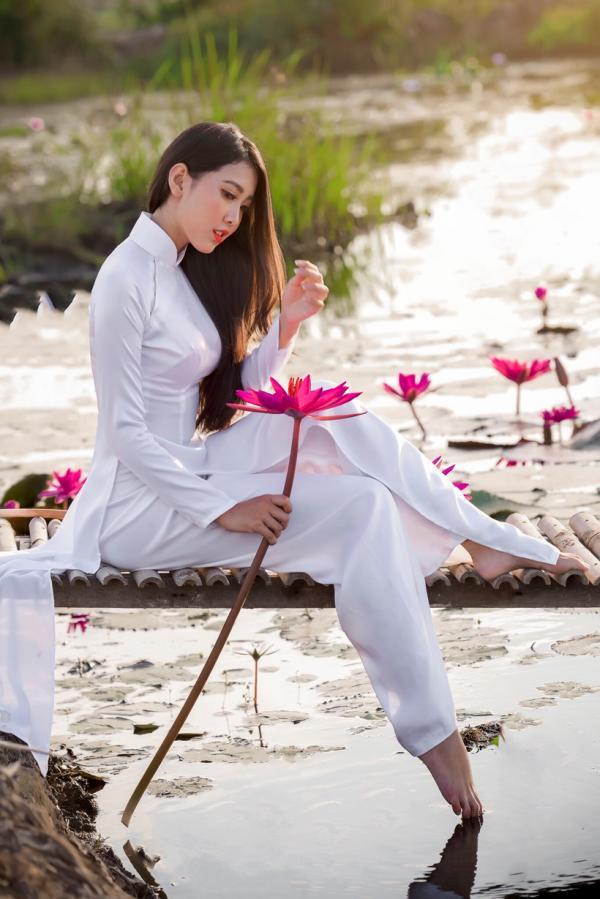 Cô gái Tiền Giang dành cả tuổi thanh xuân để chụp với áo dài