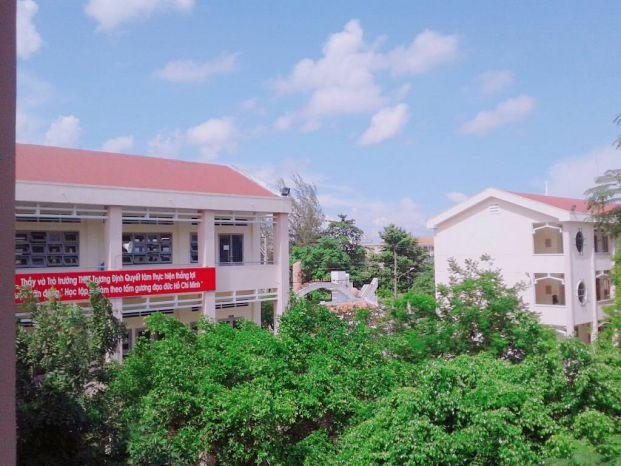 Trường THPT Trương Định - Gò Công nơi cô Nguyễn Thị Như Hăng giảng dạy
