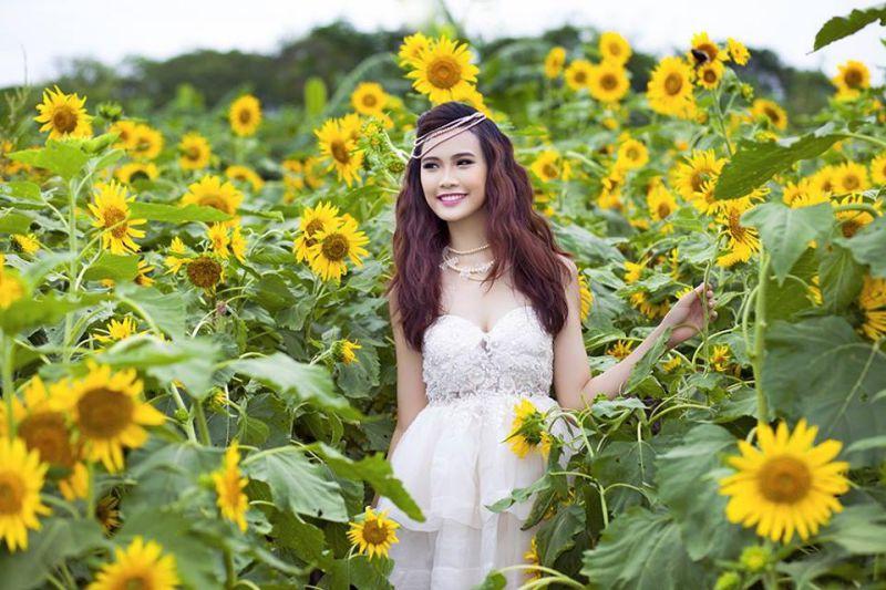 Vườn hoa Mãn Đình Hồng là nơi chụp ảnh được rất nhiều bạn trẻ trong và ngoài tỉnh yêu thích