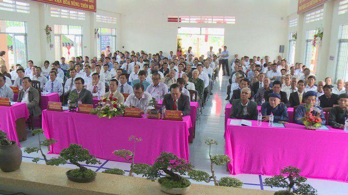 Các đại biểu tham dự lễ công nhận xã nông thôn mới Thạnh Nhựt. Ảnh: Đoàn Vũ