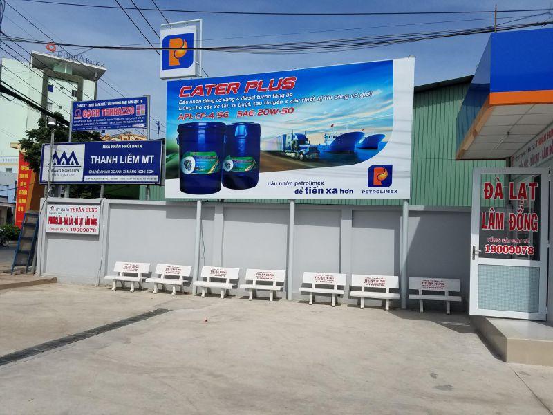 Xe đón khách ngay tại Cây xăng Petrolimex 50 - Cổng chào Mỹ Tho