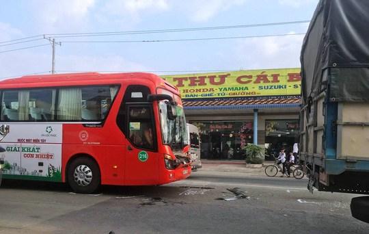 Xe Phương Trang gây tai nạn liên hoàn ở Cái Bè - Tiền Giang