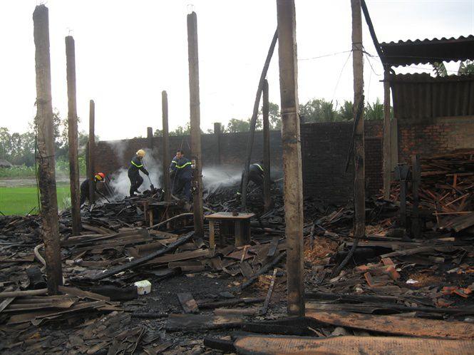 Vụ hỏa hoạn đã thiêu rụi khu vực nhà xưởng rộng khoảng 270 m2