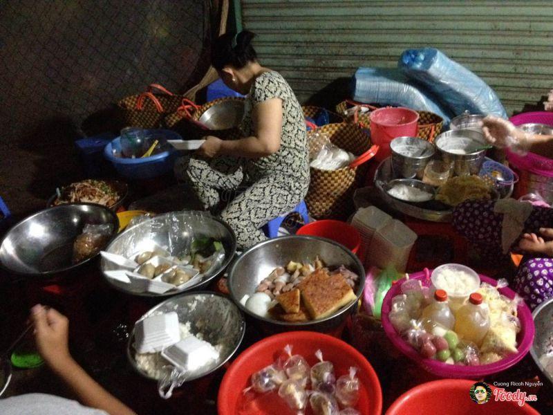Ăn vặt Tiền Giang - Bánh ích trần, xôi nếp than