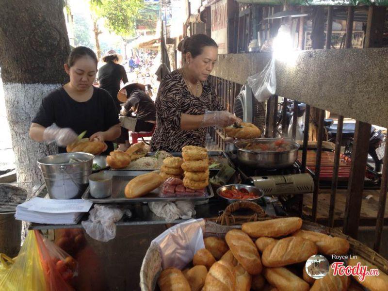 Ăn vặt Tiền Giang - Bánh mì xíu mại