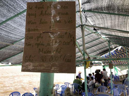 Cần làm rõ tình trạng 'chặt chém' du khách ở du lịch biển Tân Thành
