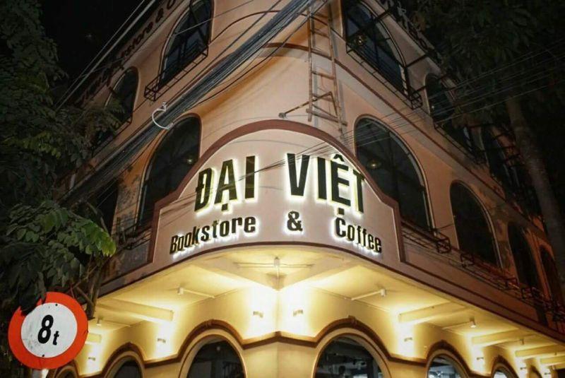 Đại Việt Bookstore & Coffee Mỹ Tho - Lung linh từ bên ngoài
