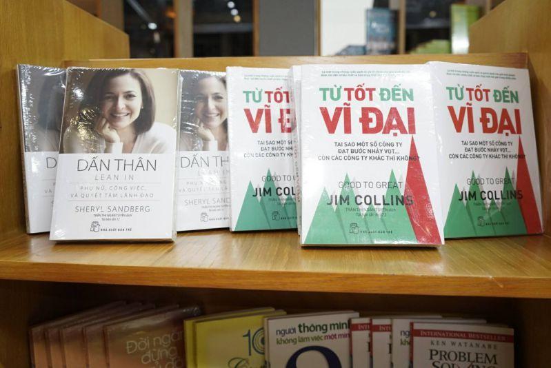 Sách hay tại Đại Việt Bookstore & Coffee Mỹ Tho