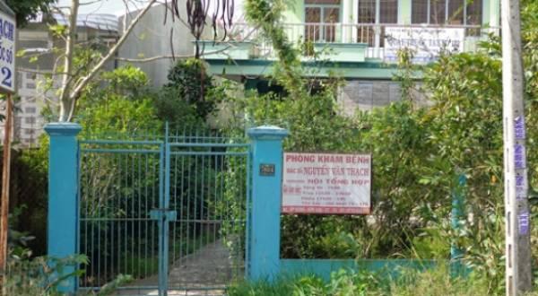 Nhà bác sĩ Thạch ở ấp Đông xã Kim Sơn, nơi dư luận đồn đãi ông khóa cửa nhốt vợ suốt 17 năm qua - Ảnh: Thanh Anh