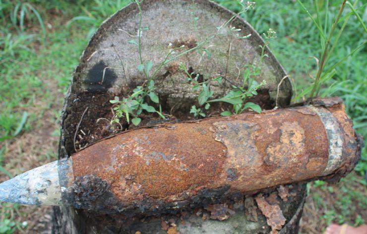 Nông dân Mỹ Tho tá hỏa phát hiện quả pháo 105 ly khi đang đào mương