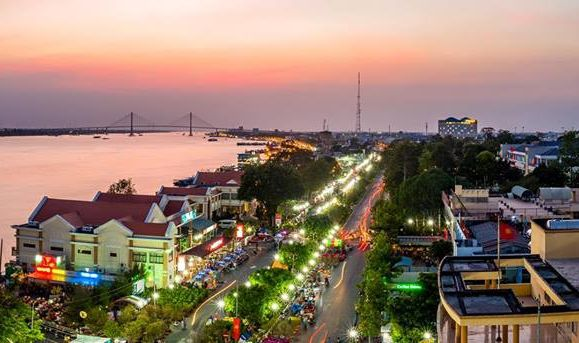 Tiền Giang nằm dọc bên bờ sông Tiền thơ mộng.