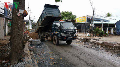 Đường Lê Văn Phẩm, thuộc phường 5, Tp. Mỹ Tho xây dựng gây khó khăn cho việc đi lại, sản xuất kinh doanh của người dân