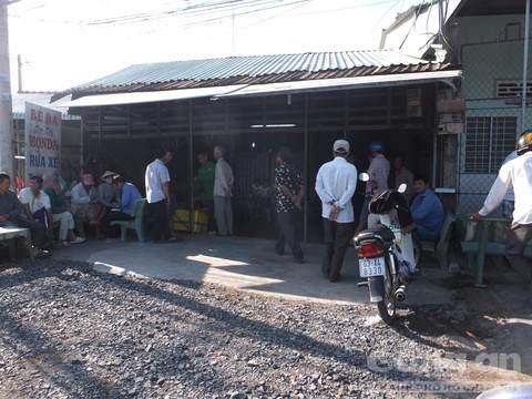Tiệm sửa xe nơi vợ chồng anh Ba bị truy sát. (Ảnh: báo Công an TP HCM)