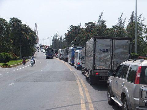 Tai nạn giao thông liên hoàn trên cầu Rạch Miễu sau tết Mậu Tuất 2018