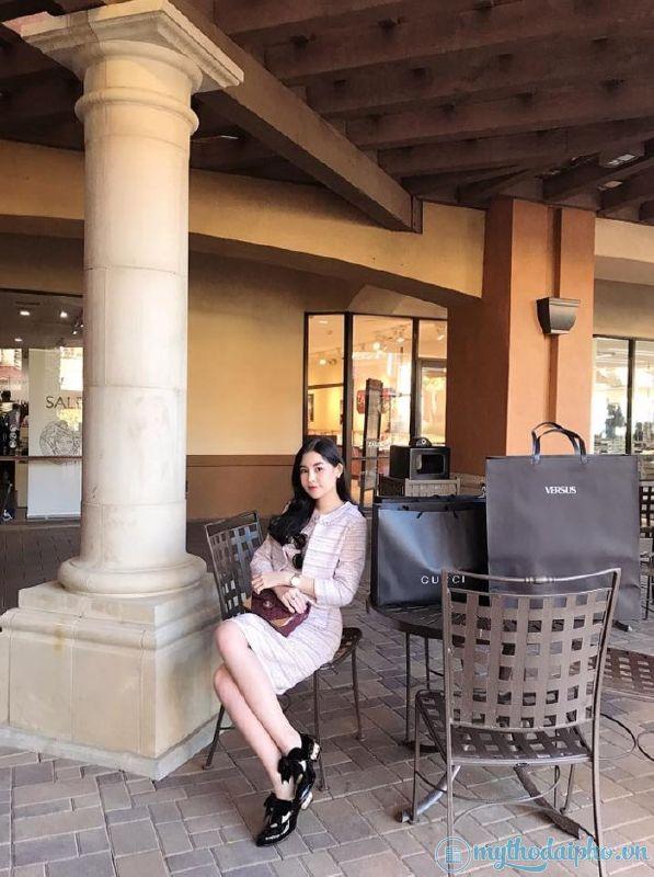 Hoa hậu người Tiền Giang - Lê Âu Ngân Anh chi tiền tỷ mua 'cả núi' hàng hiệu về Việt Nam làm quà