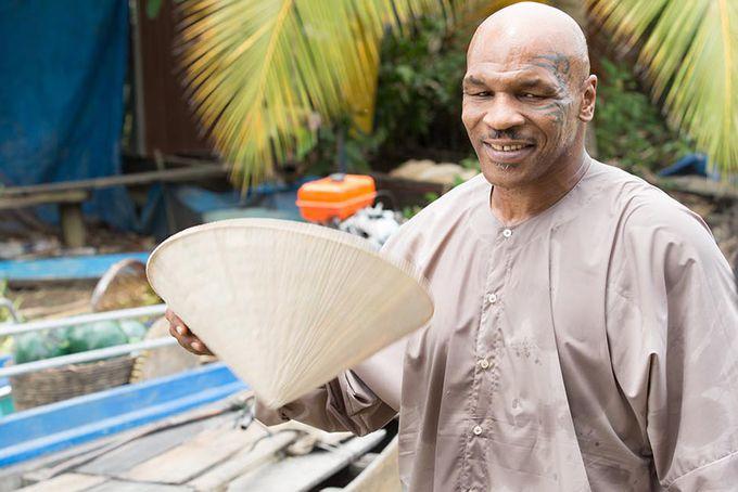 Huyền thoại quyền anh Mike Tyson về miền Tây, bán trái cây?