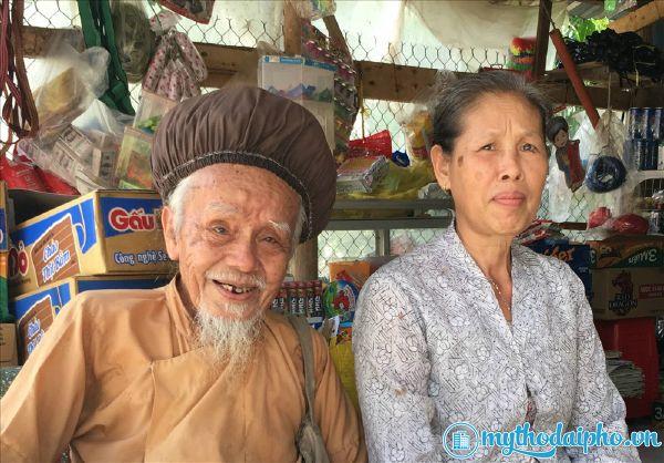 """""""Tiên ông"""" Tiền Giang với rau bạc, tóc dài hơn 3m, 70 năm chưa cắt"""