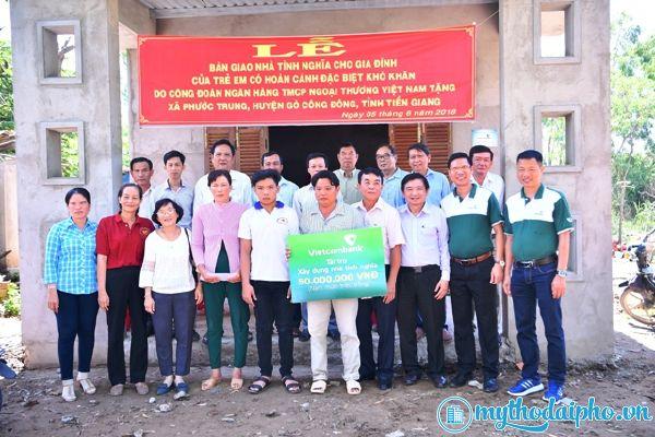 Vietcombank bàn giao nhà tình nghĩa cho hộ nghèo tỉnh Tiền Giang