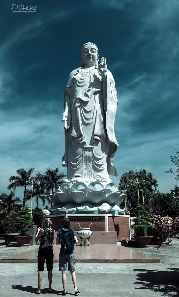 Tượng Phật giữa chùa Vĩnh Tràng