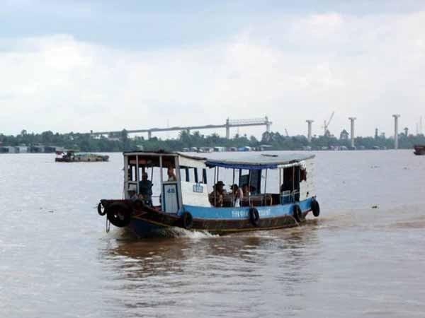 Tuyến du lịch trên sông Tiền của tỉnh Tiền Giang thuộc đồng bằng sông Cửu Long, cách TP.HCM 70 km.