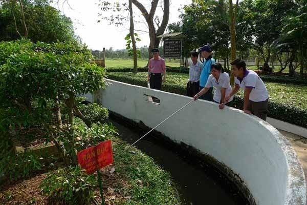 Là một trung tâm nuôi rắn lấy nọc xuất khẩu, kết hợp trồng cây dược liệu và nghiên cứu điều trị rắn cắn cho nhân dân đồng bằng sông Cửu Long