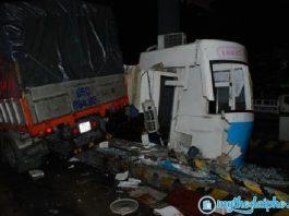 Xe tải tông sập cabin trạm thu phí cao tốc Trung Lương Tiền Giang, nhân viên bán vé may mắn thoát chết