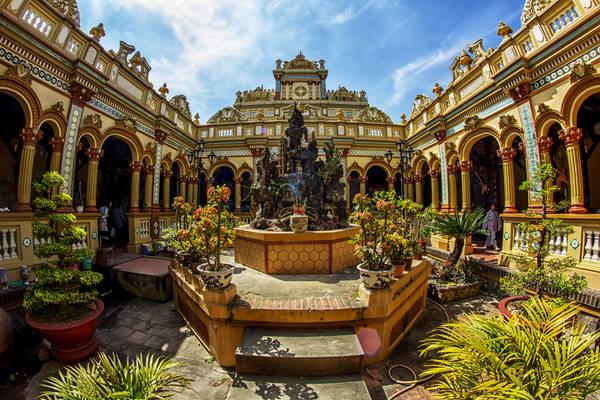 Chùa Vĩnh Tràng là ngôi chùa lớn nhất tỉnh Tiền Giang. Ảnh:cinet.vn