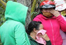 Người thân các nạn nhân đau đớn khi hay tin dữ. Ảnh: Hoàng Nam