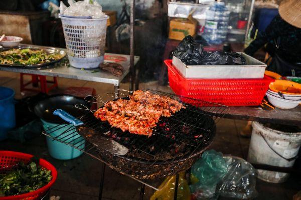 """""""Đột nhập"""" khu ẩm thực phong phú bậc nhất Mỹ Tho - Chợ Thạnh Trị"""
