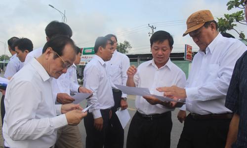 Thường trực UBND tỉnh đã đến khảo sát tại khu đất công tại xã Tân Lập 1, huyện Tân Phước.