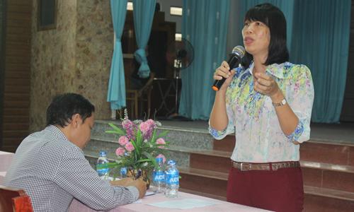 Phó Chủ tịch UBND TP. Mỹ Tho Lê Thị Bé Phượng giải đáp ý kiến của người dân.