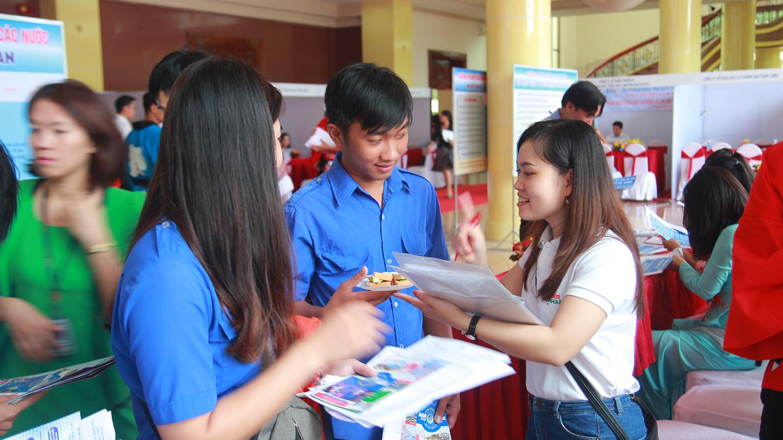 Sàn giao dịch việc được người lao động, học sinh, sinh viên quan tâm tìm hiểu, và đăng ký tham gia trực tiếp với công ty có chức năng đưa người lao động đi làm việc ở nước ngoài.