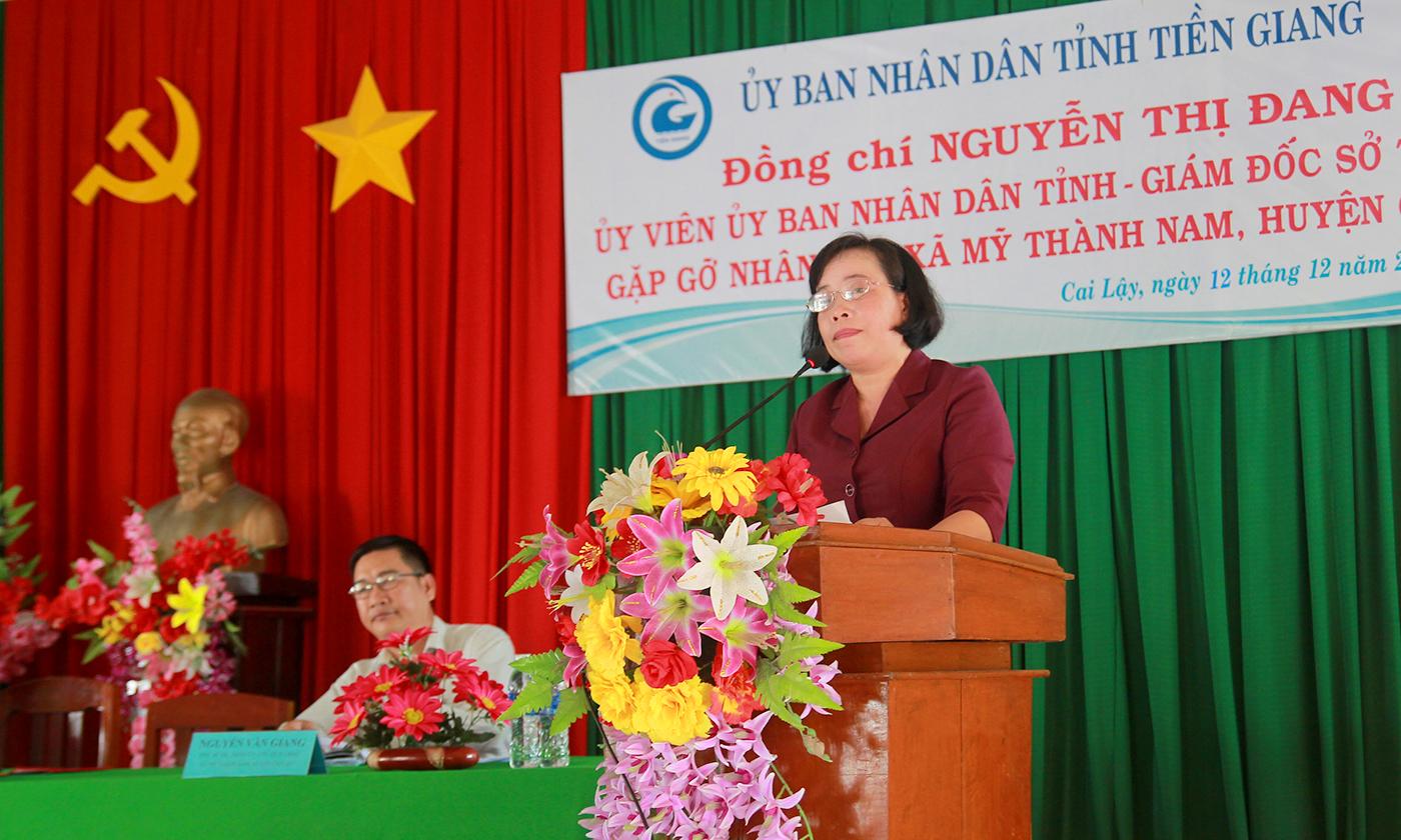 Giám đốc Sở Tư pháp Nguyễn Thị Đang phát biểu tại buổi gặp gỡ người dân xã Mỹ Thành Nam