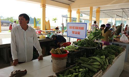 Chợ có trang bị bảng chỉ dẫn khu vực giúp khách hàng dễ tìm kiếm, lựa chọn.