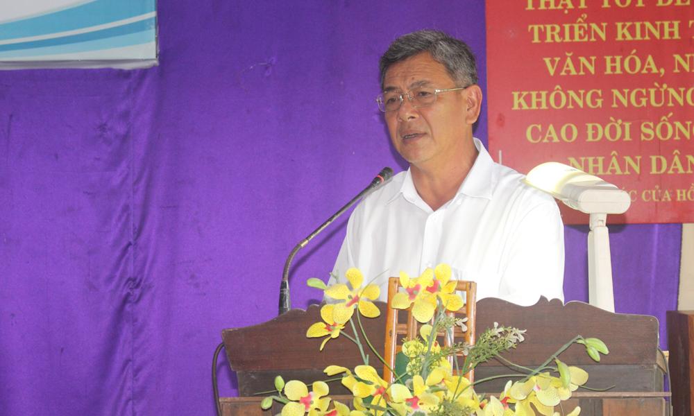 Phó Chủ tịch UBND huyện Cái Bè Nguyễn Văn Nha phát biểu tại buổi gặp gỡ.