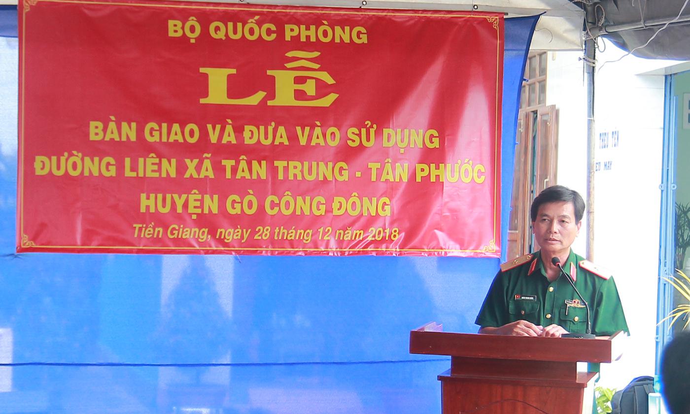 Thiếu tướng Đoàn Thanh Xuân, Ủy viên Ban Thường vụ Đảng ủy, Phó Chính ủy Quân khu 9 phát biểu tại buổi lễ.