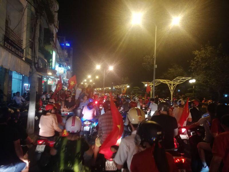 Thành phố Mỹ Tho đi bão lớn mừng Việt Nam vô địch AFF Cup 2018